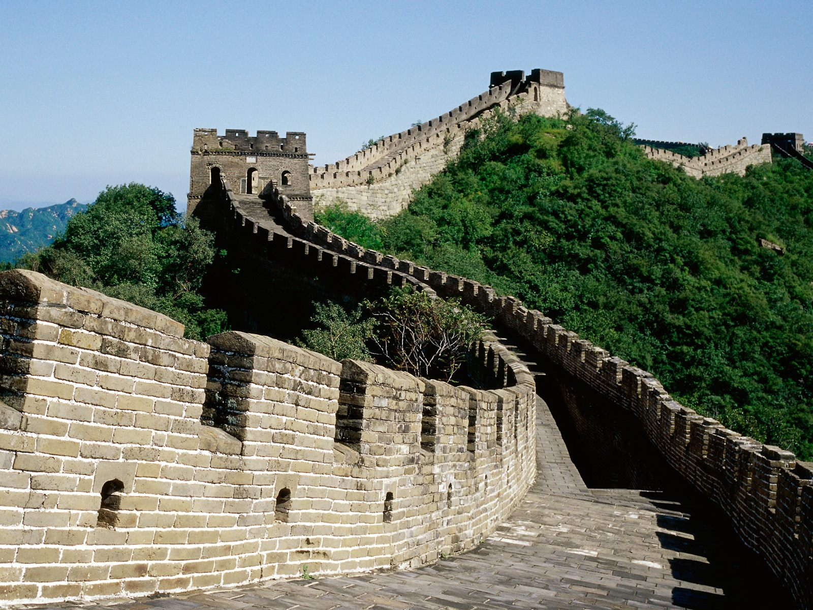 Great-Wall-of-China-Picture-with-Greenry